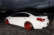 Alpine White BMW M6 Gran Coupe Gets Red Wheels 7 190x124 Candyrote 22 Zoll ADV.1 Wheels am BMW M6 Gran Coupe