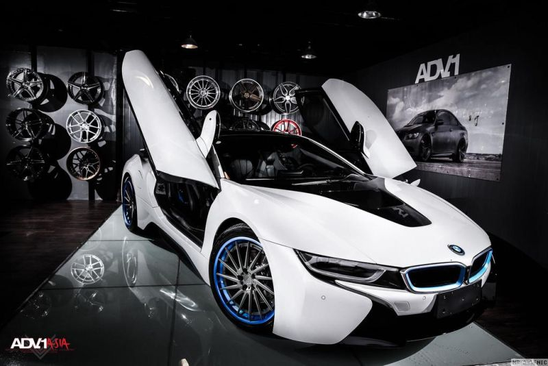 BMW-i8-With-Aftermarket-Custom-Forged-Wheels-Installed-1