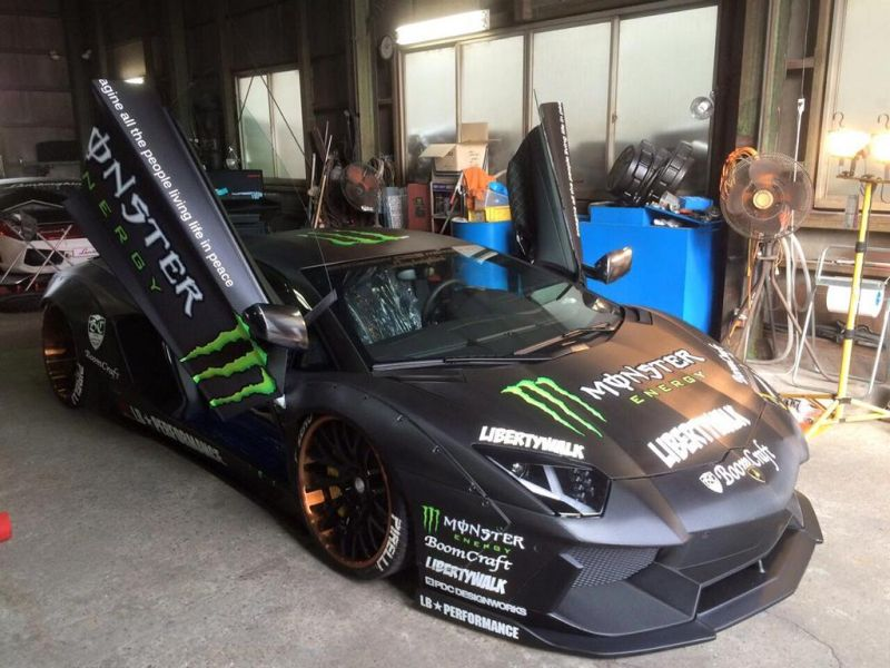 liberty-walk-lamborghini-aventador-with-monster-livery-3
