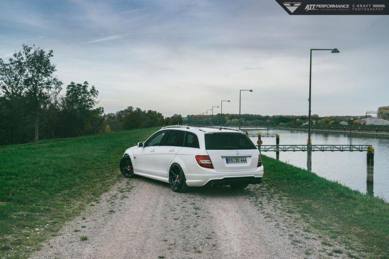 Mercedes_Benz_C63AMG_Vorsteiner_VFF103-5-von-4