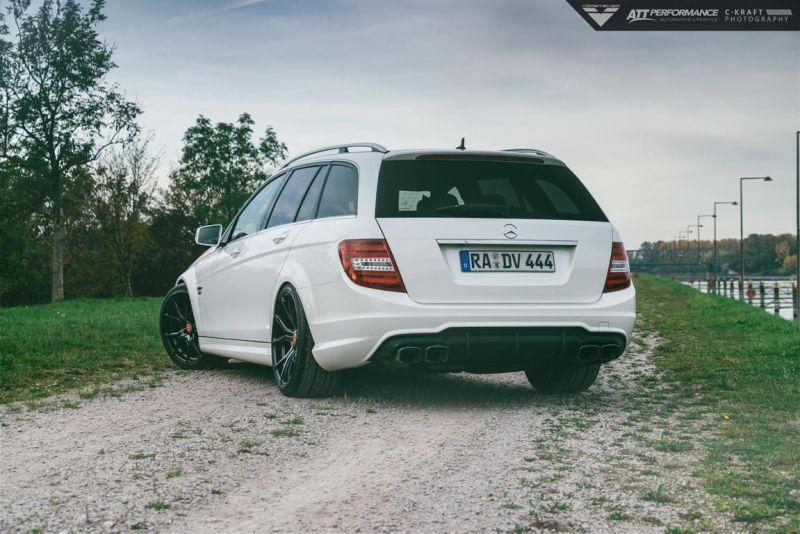 Mercedes_Benz_C63AMG_Vorsteiner_VFF103-5-von-5