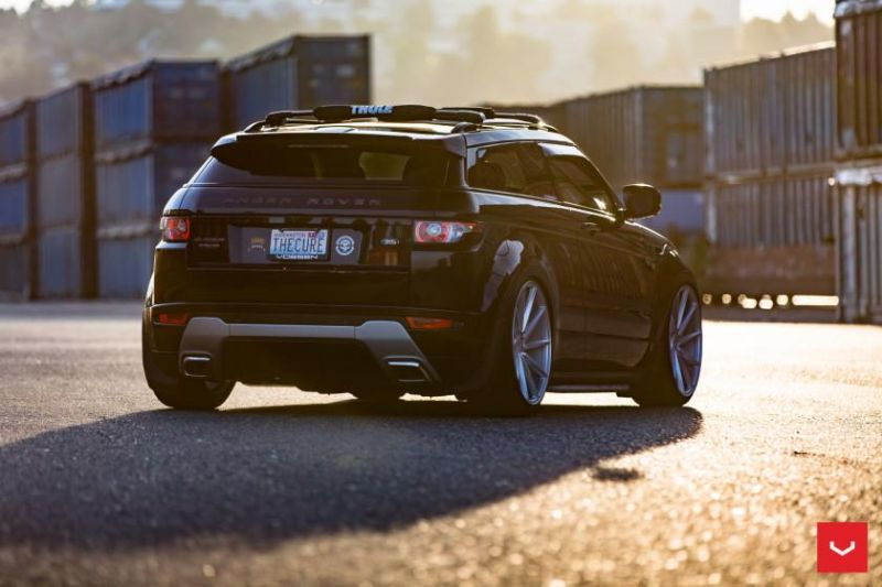 Range-Rover-Evoque-on-Air-Suspension-Vossen-CVT-Wheels-©-Vossen-Wheels-2015-1123-840x560