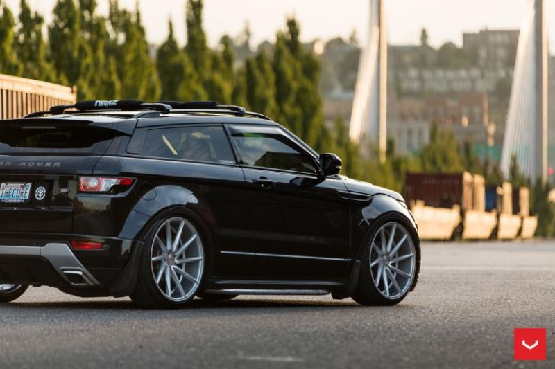 Range-Rover-Evoque-on-Air-Suspension-Vossen-CVT-Wheels-©-Vossen-Wheels-2015-1135-840x560