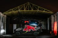 red bull reveals armored event vehicle with tuning copy 9 190x127 Red Bull extremo Land Rover Defender 130
