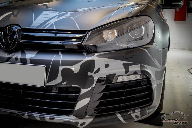 12374978 1092544914113381 150353646436288210 o Black broken Ice Folierung by CMD am VW Golf VI R Design
