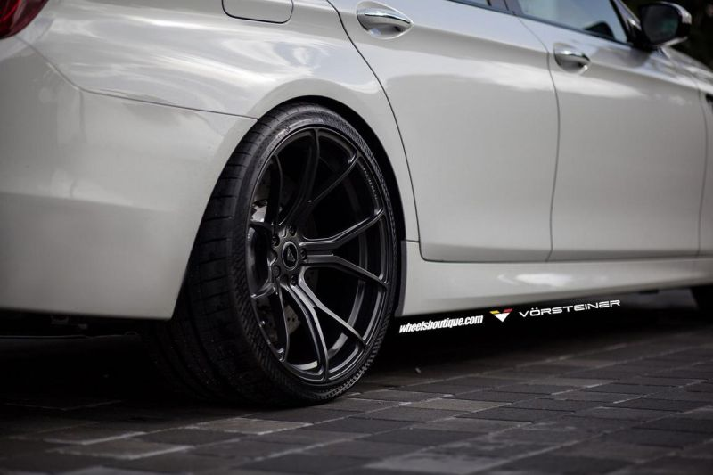 Alpine-White-BMW-F10-M5-On-Vorsteiner-V-FF-103-Wheels-10