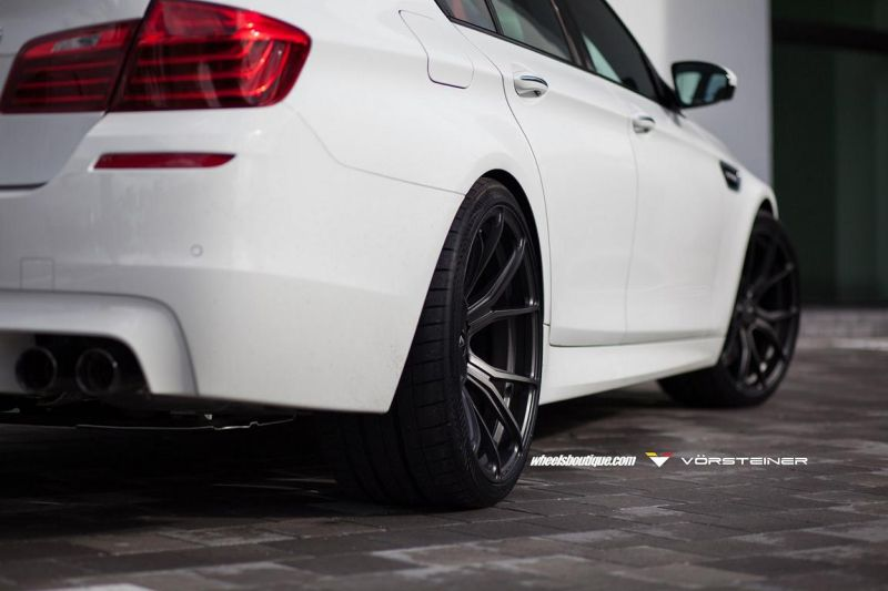 Alpine-White-BMW-F10-M5-On-Vorsteiner-V-FF-103-Wheels-13
