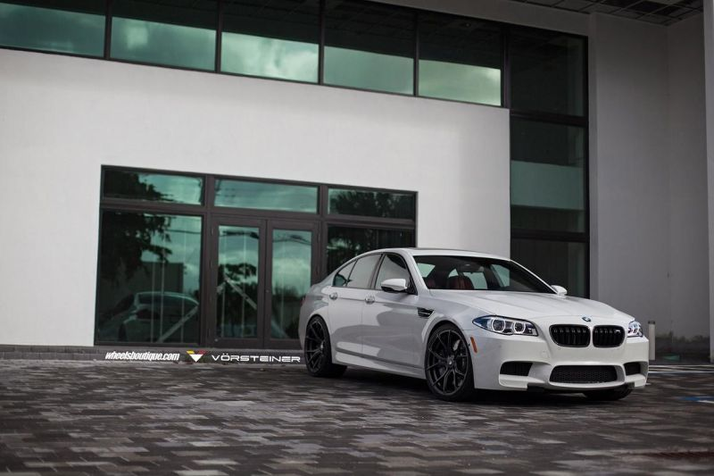 Alpine-White-BMW-F10-M5-On-Vorsteiner-V-FF-103-Wheels-2
