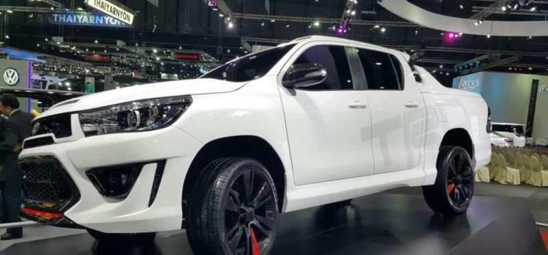 Toyota-Hilux-Revo-TRD-concept-front-a-pics-new-2