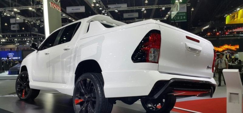 Toyota-Hilux-Revo-TRD-concept-front-a-pics-new-5
