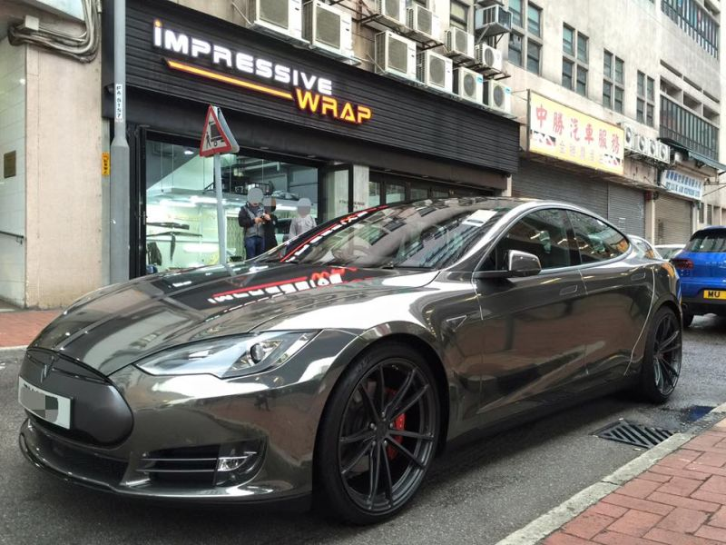 black chrome model s tuning impressive 1 Schwarz Chrom foliertes Tesla Model S by Impressive Wrap