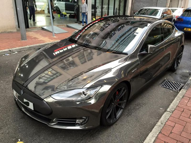 black chrome model s tuning impressive 2 Schwarz Chrom foliertes Tesla Model S by Impressive Wrap