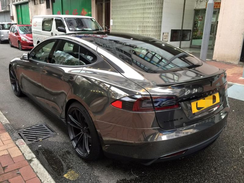 black chrome model s tuning impressive 4 Schwarz Chrom foliertes Tesla Model S by Impressive Wrap