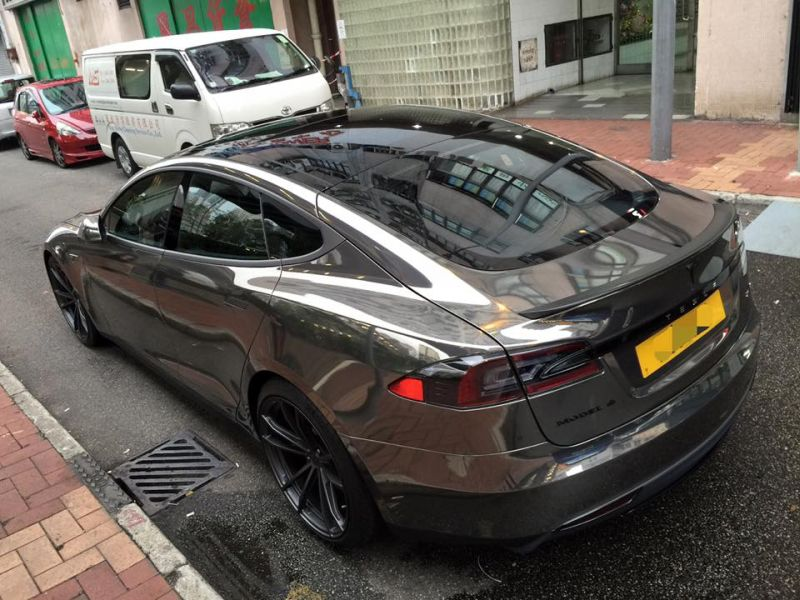 black chrome model s tuning impressive 5 Schwarz Chrom foliertes Tesla Model S by Impressive Wrap