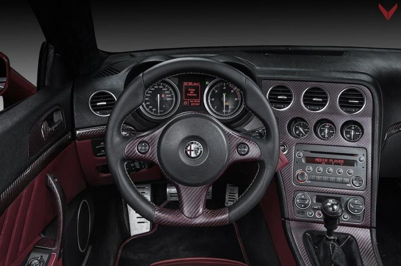 outside inside chic & - alfa brera spider fibra de carbono rosso