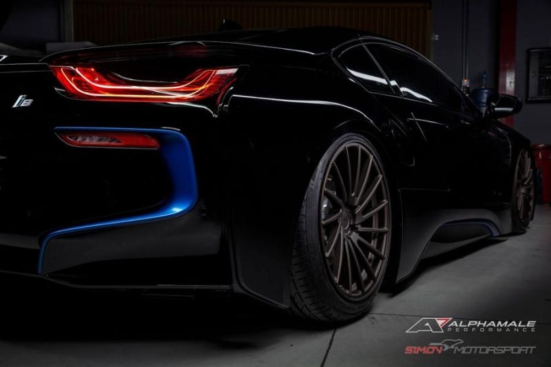 BMW i8 Simon Motorsport Alphamale Performance Accuair AMP 15T 2 Dezent   BMW i8 von Simon Motorsport & Alphamale Performance