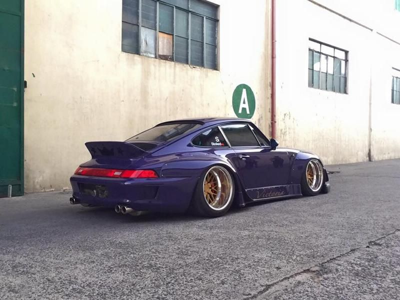 Rough world RWB Porsche 911 (993) wide body with V8 Power