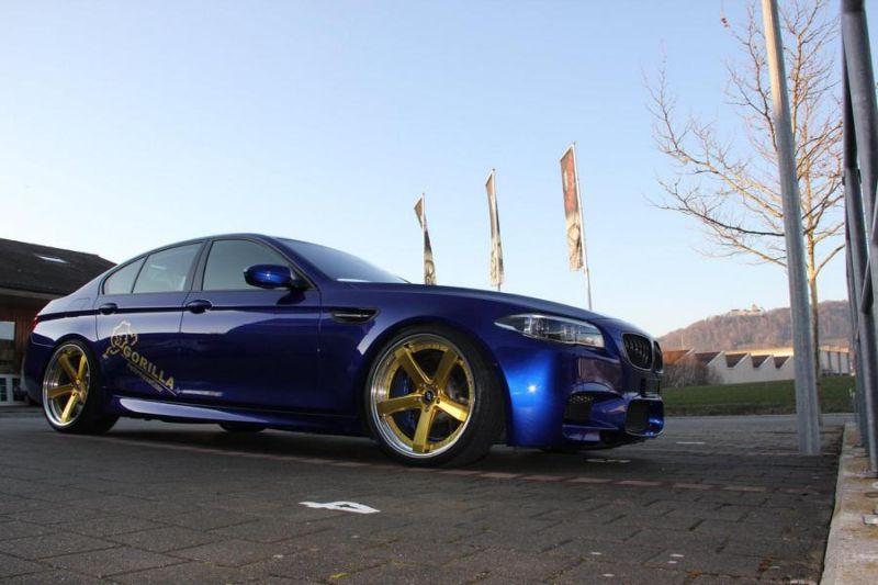 bmw m5 f10 in blau auf goldenen 20 zoll work wheels alu s. Black Bedroom Furniture Sets. Home Design Ideas