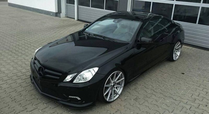 edel rfk tuning mercedes e klasse coupe auf 20 zoll magazin. Black Bedroom Furniture Sets. Home Design Ideas