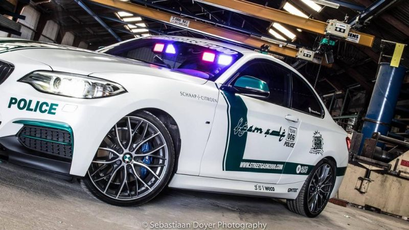 BMW M235i Dubai Polizeistyle Folierung Holland Tuning VDE 1