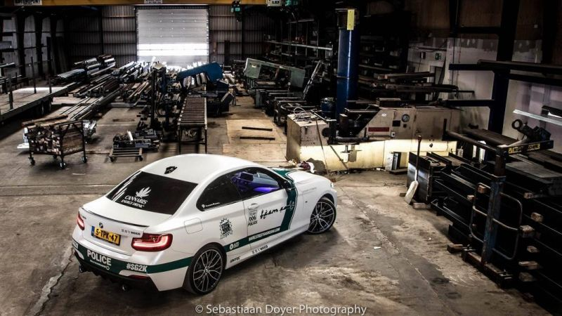 BMW M235i Dubai Polizeistyle Folierung Holland Tuning VDE 2