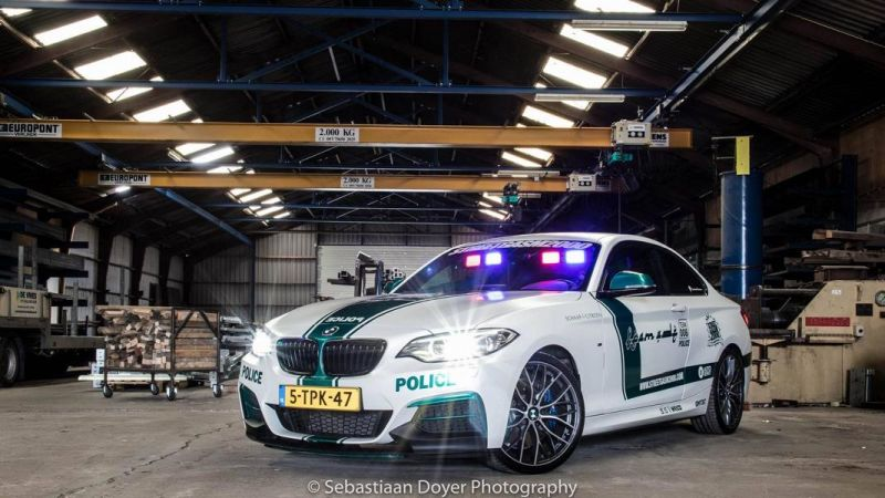 BMW M235i Dubai Polizeistyle Folierung Holland Tuning VDE 3