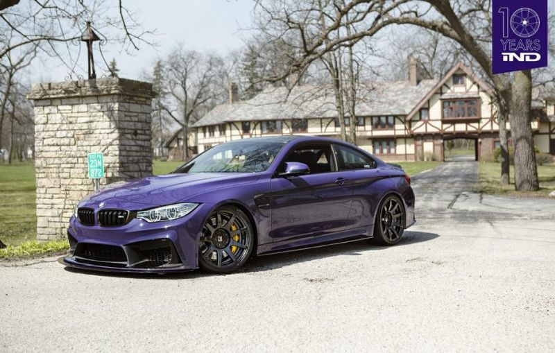 BMW M4 F82 Coupe Lila Purple iND Tuning BMW M4 F82 Coupe in Schwarz mit Vollcarbon Alufelgen
