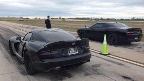 Dodge Challenger SRT Hellcat vs. Dodge Viper SRT