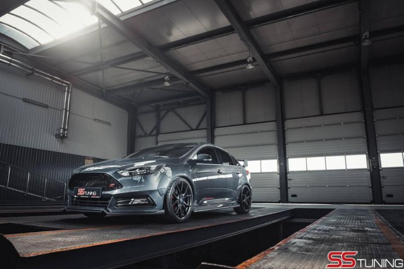 Ford Focus ST Limousine SS Tuning Bodykit Milltek 1 Ford Focus ST Limousine von SS Tuning mit Bodykit