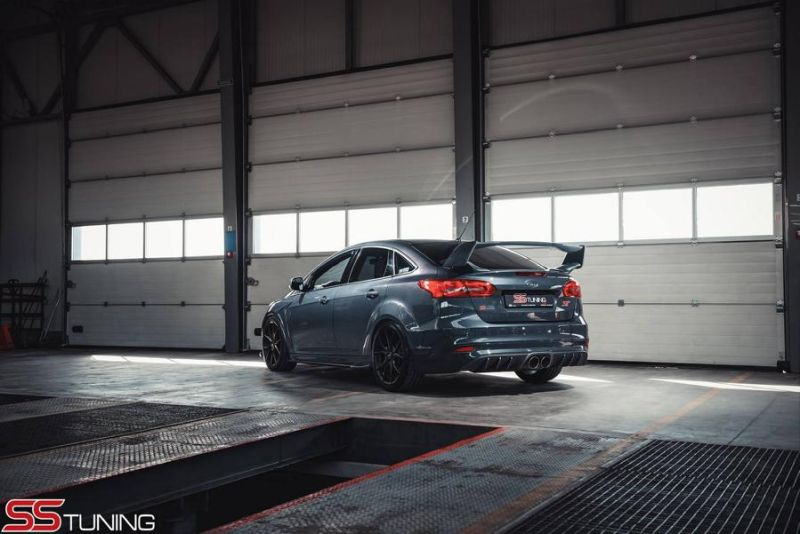 Ford Focus ST Limousine SS Tuning Bodykit Milltek 2 Ford Focus ST Limousine von SS Tuning mit Bodykit
