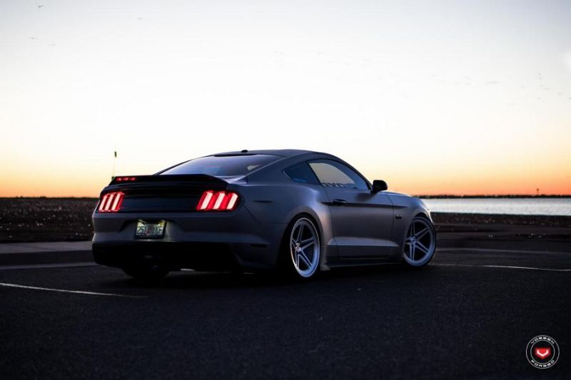 Ford Mustang 20 Zoll Vossen Wheels LC 102 Tuning Bodykit 2 TOP   Ford Mustang auf 20 Zoll Vossen Wheels LC 102 Alu's