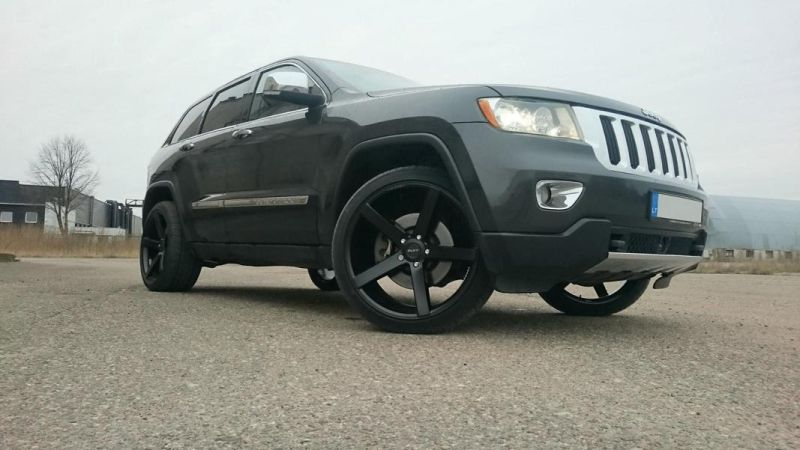 Jeep Grand Cherokee Ruff Racing R1 22 Zoll Tuning Brandwheels 2 Passt   Jeep Grand Cherokee auf Ruff Racing R1 in 22 Zoll