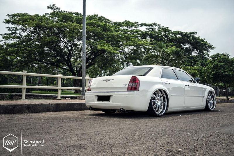 Chrysler 300C 24 Zoll Monarch Wheels Airride Wollsorf tuning 4 Edles Flaggschiff   Chrysler 300C auf 24 Zoll Monarch Wheels