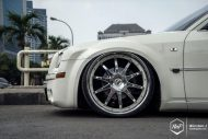 Chrysler 300C 24 Zoll Monarch Wheels Airride Wollsorf tuning 6 190x127 Edles Flaggschiff   Chrysler 300C auf 24 Zoll Monarch Wheels