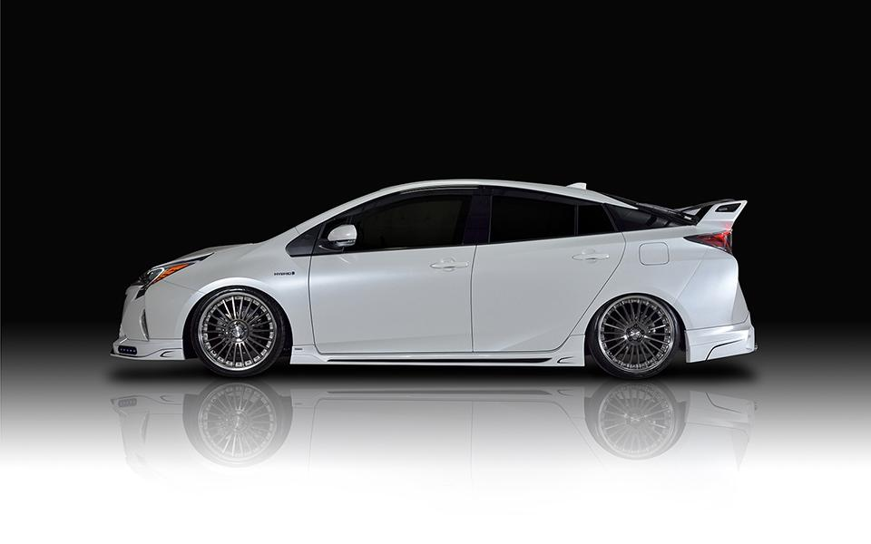 Rowen-International-Bodykit-2016er-Toyota-Prius-Tuning- (18)