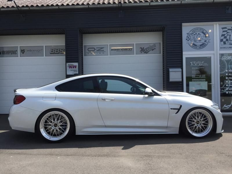 TVW Car Design BMW M4 F82 2 FACE BBS Akapovice KW Tuning 1 Fotostory: TVW Car Design BMW M4 F82 2 FACE Alufelgen