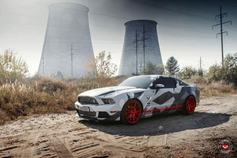 Camouflage Ford Mustang Vossen VPS 306 Alu's Tuning 1 Hat was   Camouflage Ford Mustang auf Vossen VPS 306 Alu's