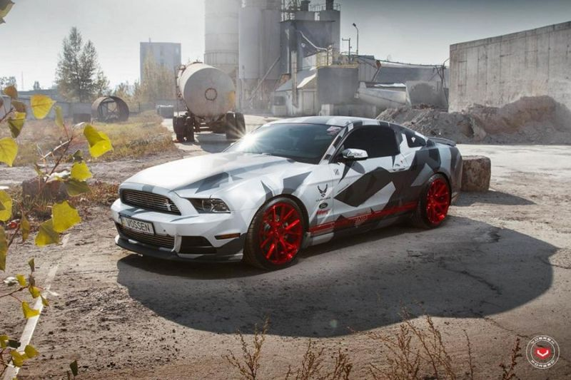 Camouflage Ford Mustang Vossen VPS 306 Alu's Tuning 3 Hat was   Camouflage Ford Mustang auf Vossen VPS 306 Alu's