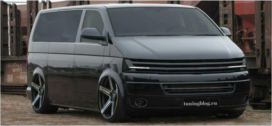 VW T5 Bus tuning slammed blackline Tiefer schwarzer VW T5 Transporter Bus by tuningblog.eu