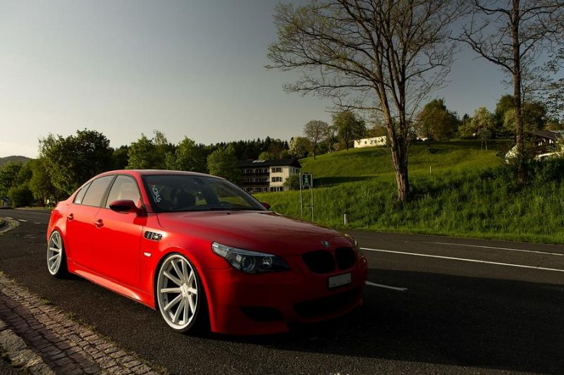 Vossen dual concave wheels in wothersee tuningblog.eu BMW E60 M5 Red tuning BMW E60 M5 V10 auf Vossen Wheels by tuningblog.eu
