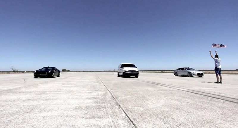 Mercedes Vito vs. Tesla Model S vs. Ferrari California Dragerace Video: Verrückt   Mercedes Vito vs. Tesla Model S vs. Ferrari California