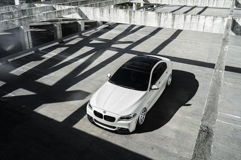 Bagged BMW F10 550i Airride 20 Zoll Ferrada FR4 Wheels Tuning White (2)