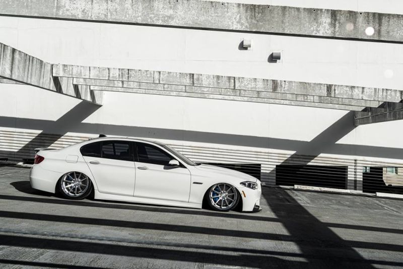 Bagged BMW F10 550i Airride 20 Zoll Ferrada FR4 Wheels Tuning White (4)