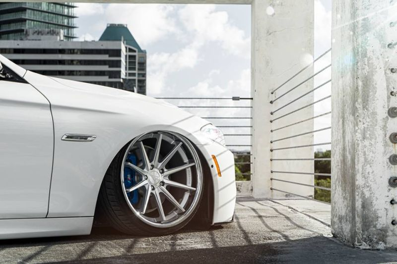 Bagged BMW F10 550i Airride 20 Zoll Ferrada FR4 Wheels Tuning White (7)