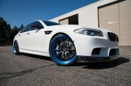 ADV.1 Wheels BMW M5 F10 Tuning 2 190x126 21 Zoll ADV.1 Wheels in Blau am weißen BMW M5 F10