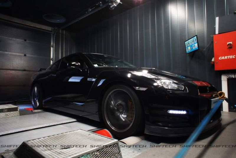 Chiptuning Shiftech Nissan GTR 1 601PS & 750NM im Shiftech Lyon Nissan GT R in Schwarz