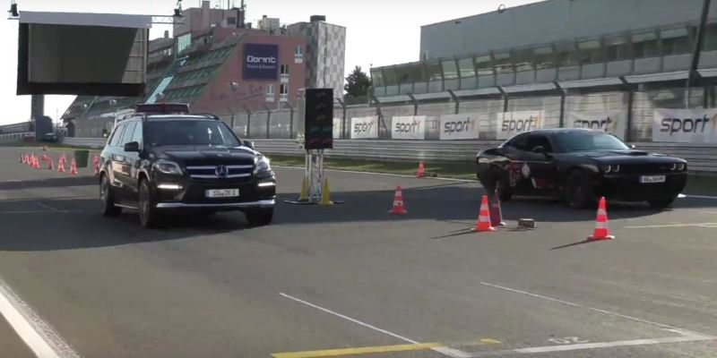 Dragerace - 730PS Renntech Mercedes ML63 vs. Dodge Hellcat Tuning (1)
