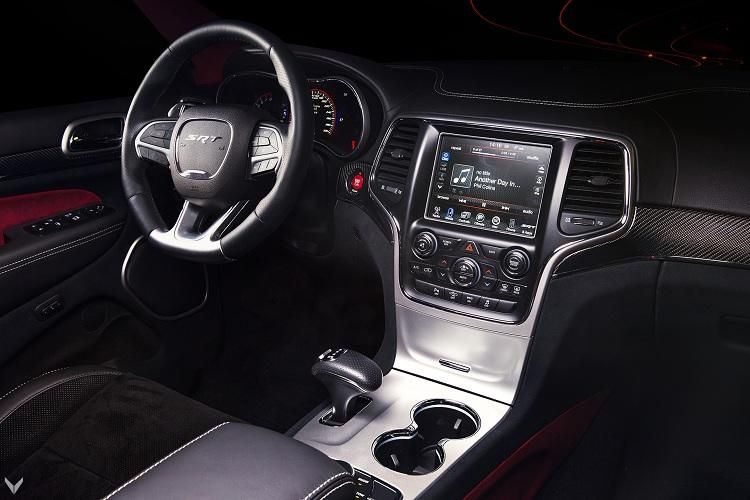 jeep grand cherokee srt8 mit neuem interieur von vilner. Black Bedroom Furniture Sets. Home Design Ideas