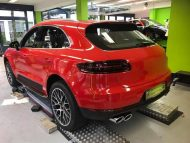 Print Tech Porsche Macan Vollfolierung Racing Red Uni Tuning 1 190x143 Print Tech Porsche Macan mit Vollfolierung in Racing Red Uni