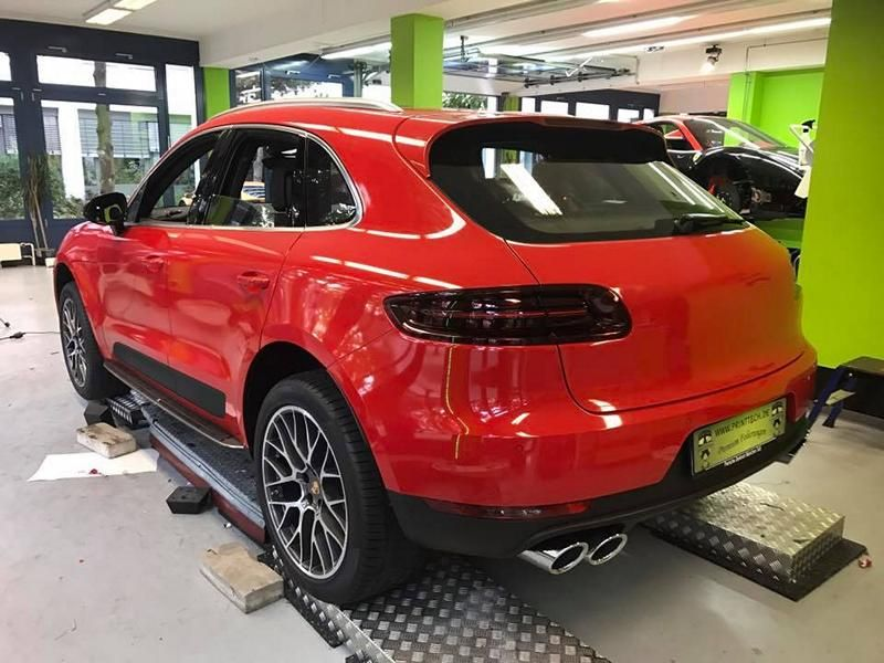 print-tech-porsche-macan-vollfolierung-racing-red-uni-tuning-3